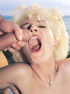 Кончил в рот зрелой бабе