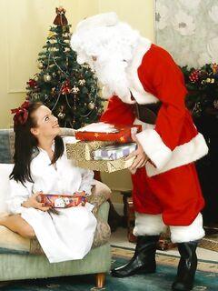 Санта Клаус трахает юную шлюху за подарки