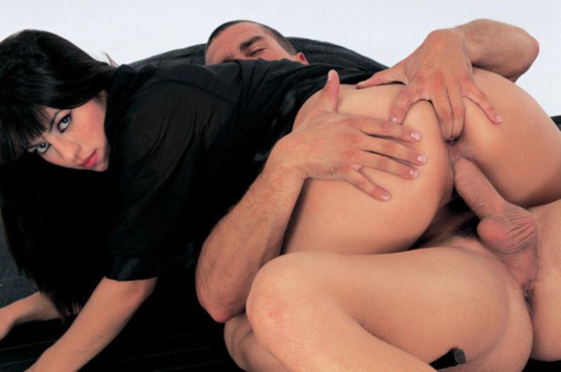 Порно фото с развратной брюнеткой