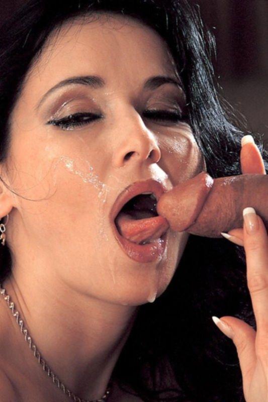 Отличное порно фото с красивой брюнеткой