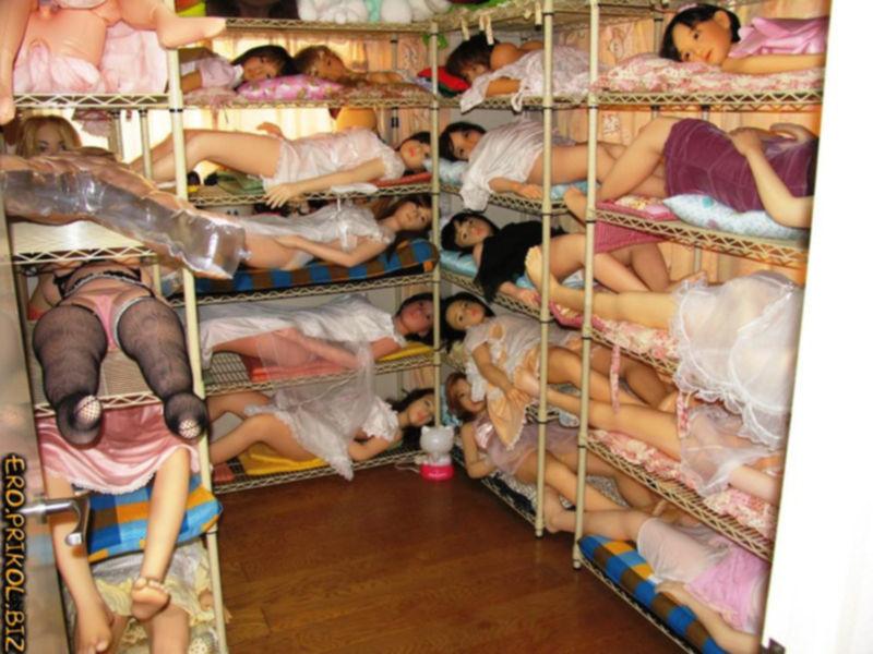 Оргия с большим количеством обнаженных женщин