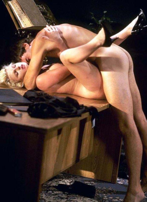 Зрелая блондинка трахается в разных позах