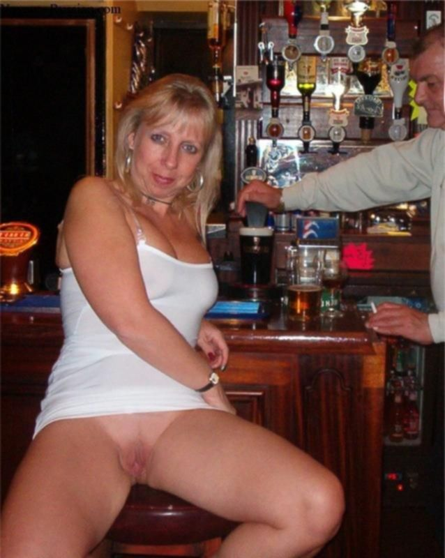 Пьяные сучки хотят чтобы им зализали их киски