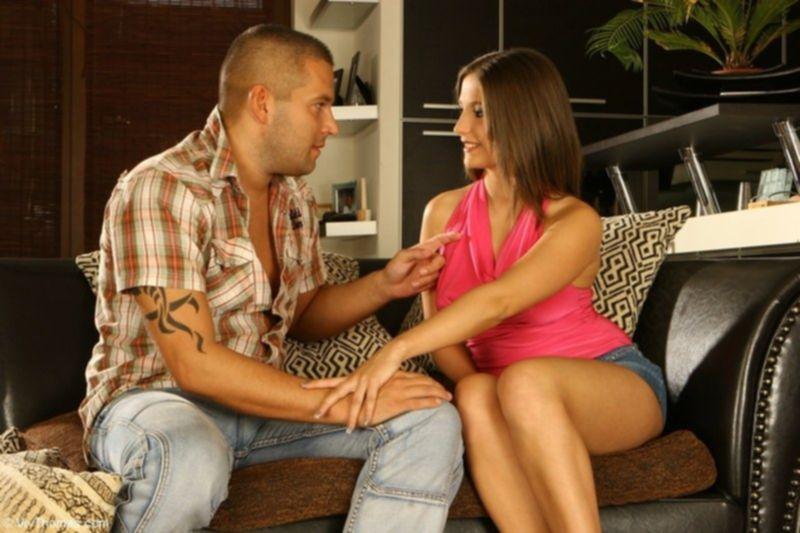 Домохозяйка занимается сексом со здоровым мужиком