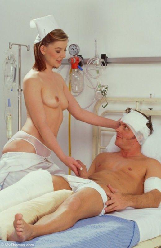 Перебинтованный мужик оттрахал свою медсестру