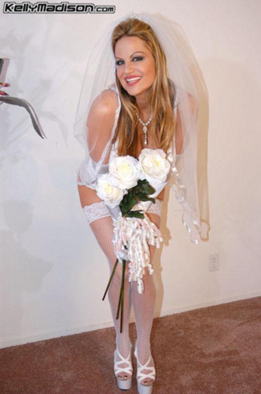 Зажигательное порно с юными невестами