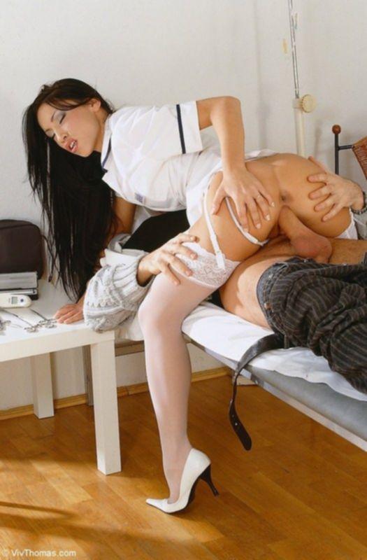 Медсестричка отдается в палате больному пациенту