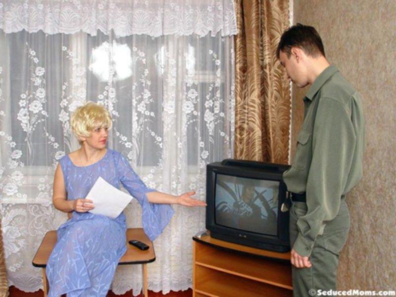 Дамочка трахается со своим соседом