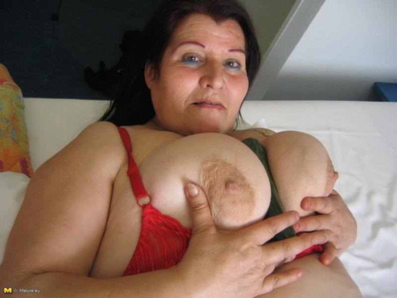 Бабуля любит огурцы