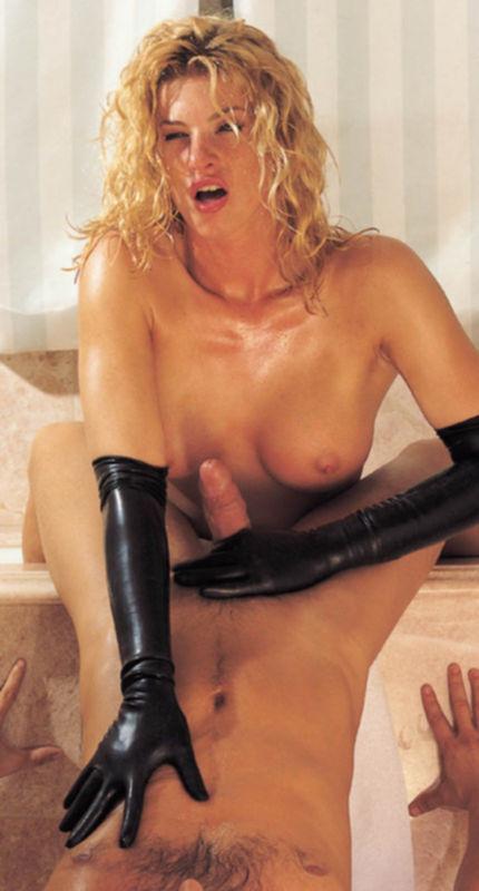Зрелая блондинка очень любит секс