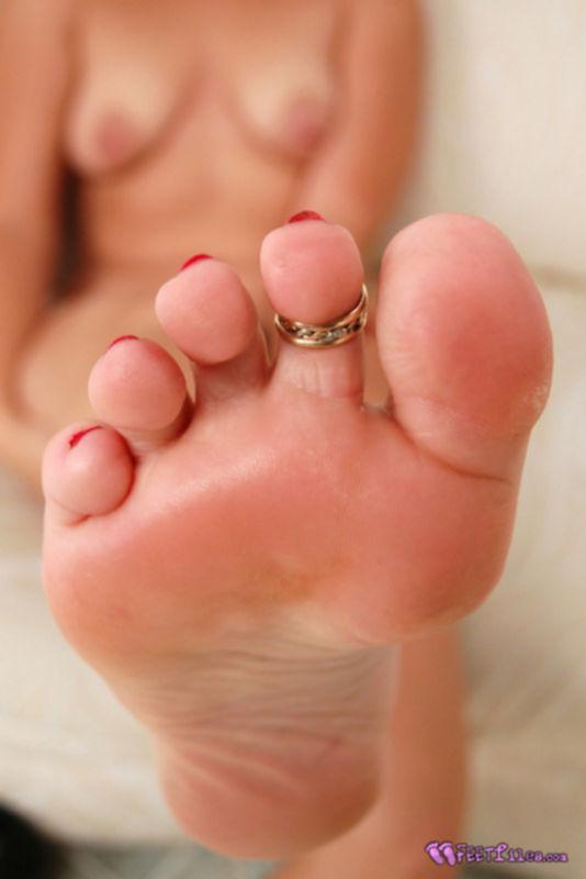 Чистые женские пальчики