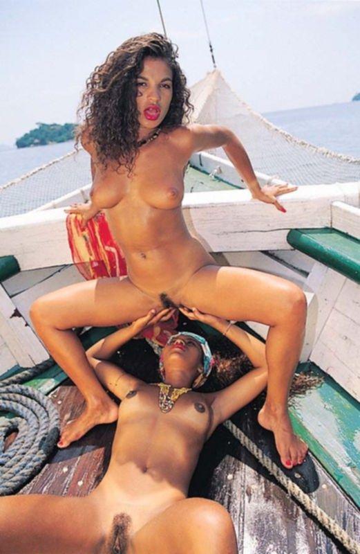 Симпотичные лесбиянки на отдыхе