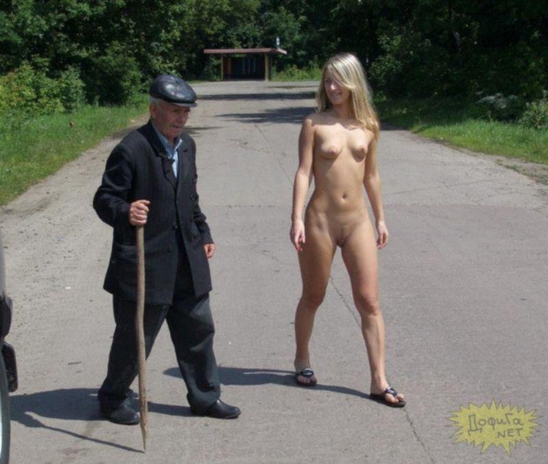 Девушки не стесняются показаться голыми