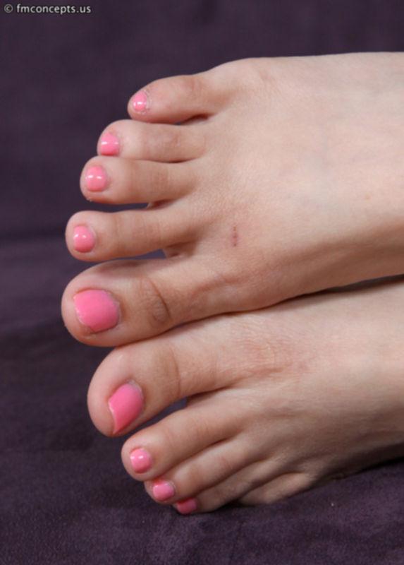 Розовый милый педикюр