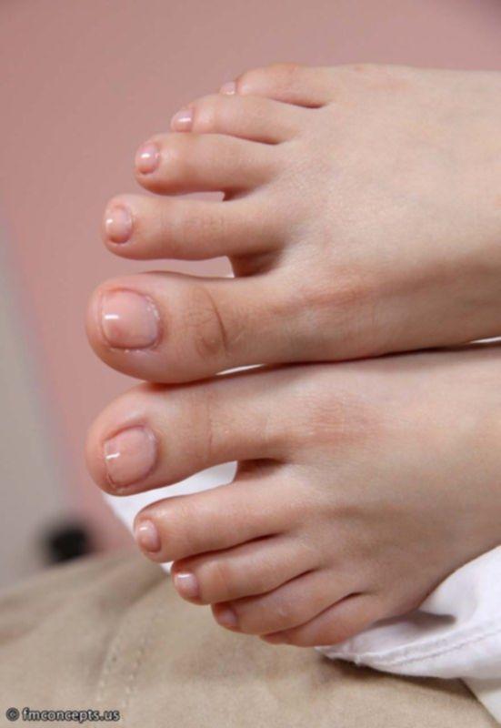 Чистые ступни ног в масле