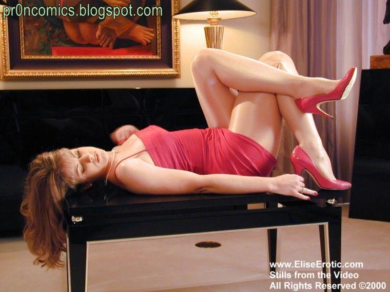 Гладкие ножки девушки